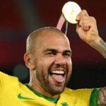 Най-титулуваният футболист в света е Дани Алвеш